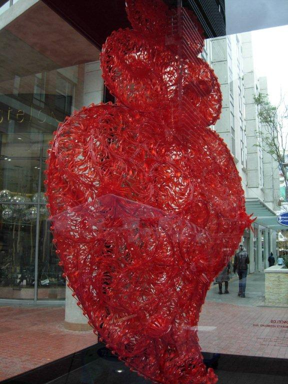 Joana Vasconcelos, Red Independent Heart, 2005, site specific installation, Melrose Arch, Johannesburg (photograph MAMs)